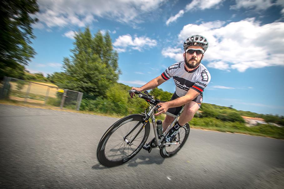 Victor roule sur un VTT Ritchey et un vélo de route Limaro